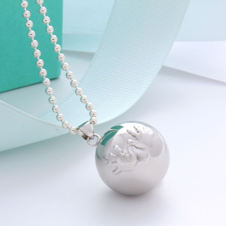 """necklace-pregnancy-bolas-agrent-ball-suspension """"width ="""" 760 """"height ="""" 760 """"srcset ="""" https://designmag.fr/wp-content/uploads/2017/07/collier-grossesse-bolas-agrent -boule-suspension.jpg 760w, https://designmag.fr/wp-content/uploads/2017/07/collier-grossesse-bolas-agrent-boule-suspension-150x150.jpg 150w """"sizes ="""" (max-width : 760px) 100vw, 760px """"</p> <p style="""