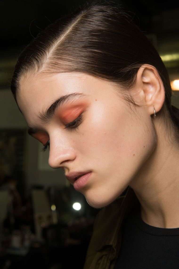 color-2019-trend-makeup-woman
