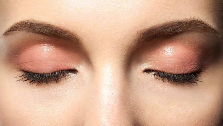 trend color 2019 make-up-woman-trend