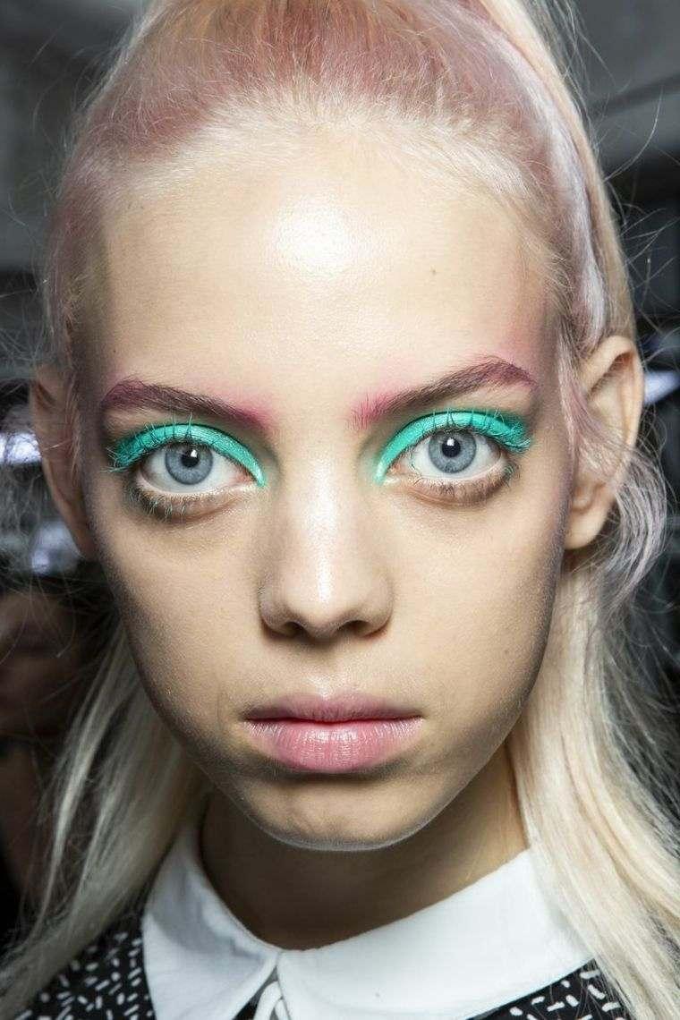 woman-trend-makeup-eye-2019