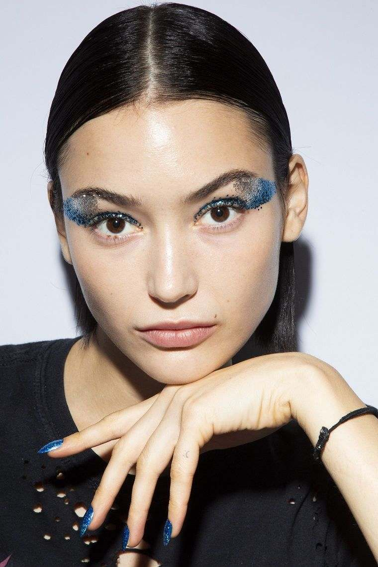 makeup-woman-2019-trend-parade-of-fashion