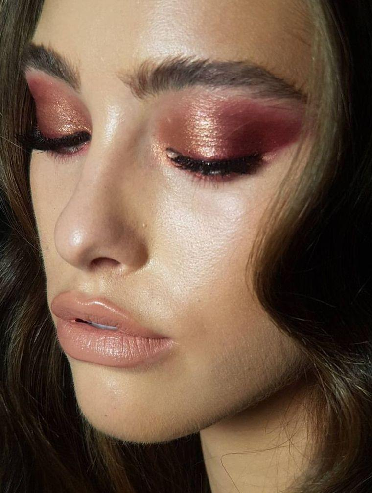 makeup-woman-eyes-trend-2019-color-Pantone