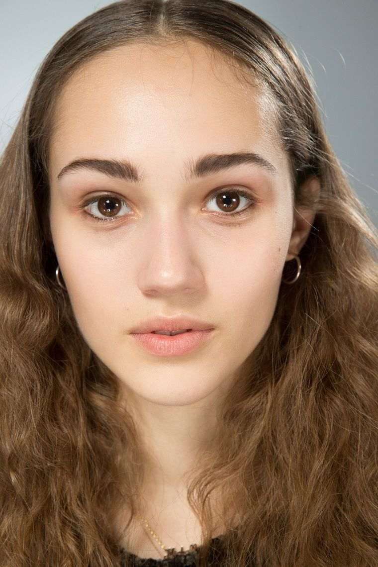 trendy makeup 2019 fashion-scrolls