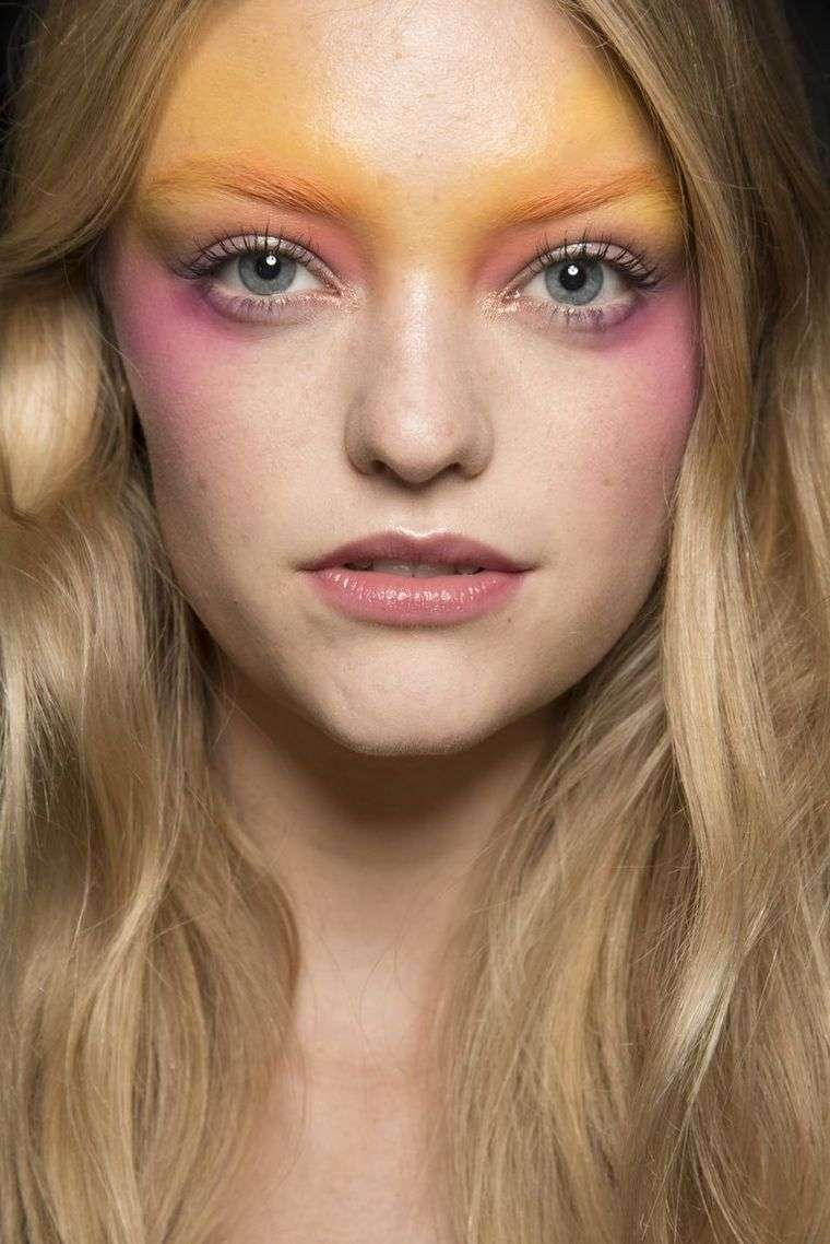 trendy make-up spring-2019-Anna-Sui