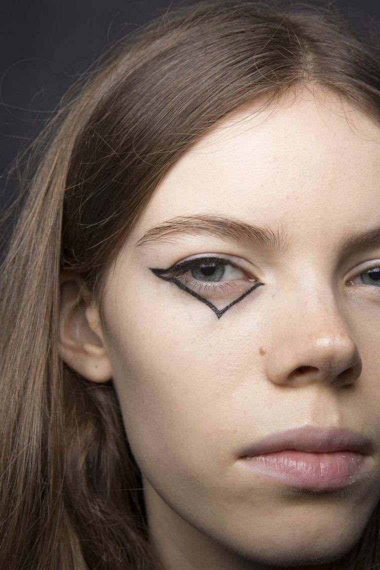 trendy makeup spring-2019-Coach