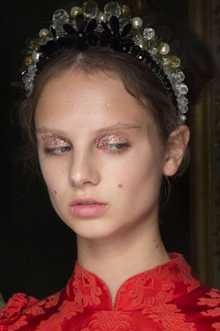 makeup-trends-spring-2019-Simone-Rochas