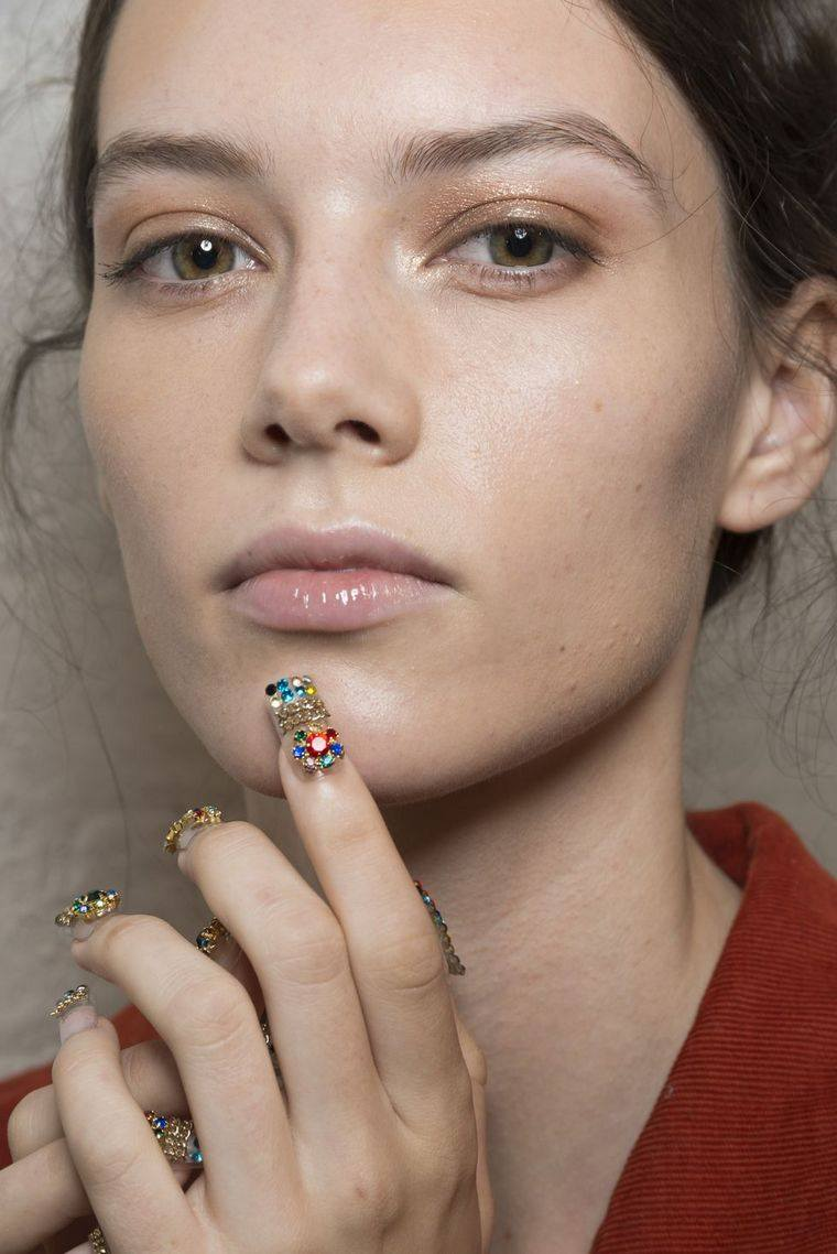 trendy makeup spring-2019-adeam