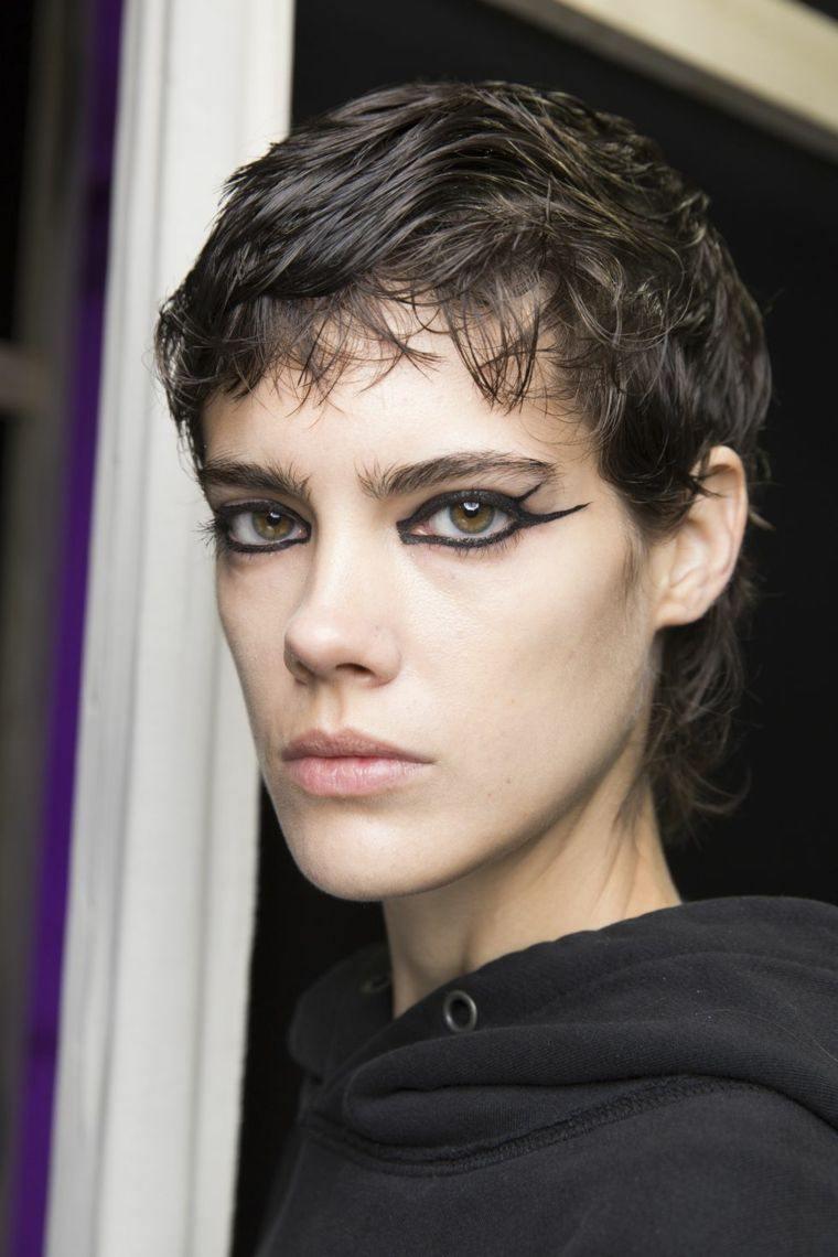 fashion-woman-makeup-trend-2019