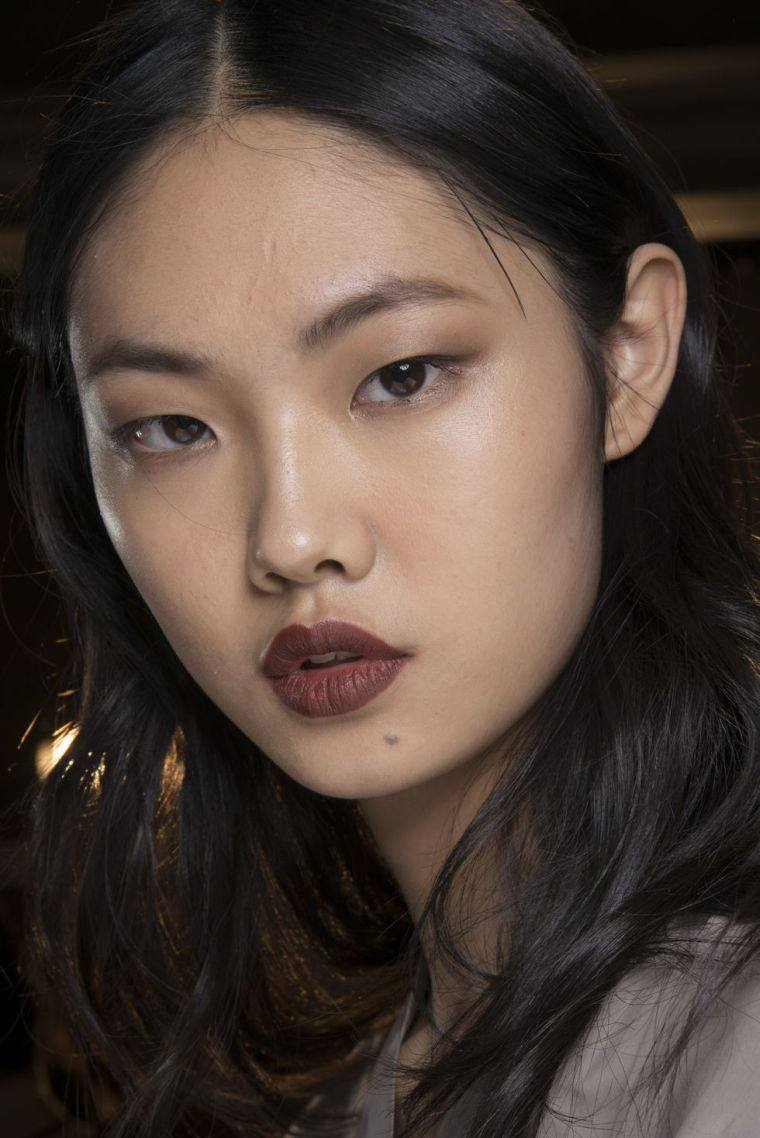red-lips-a-brown-makeup trends autumn