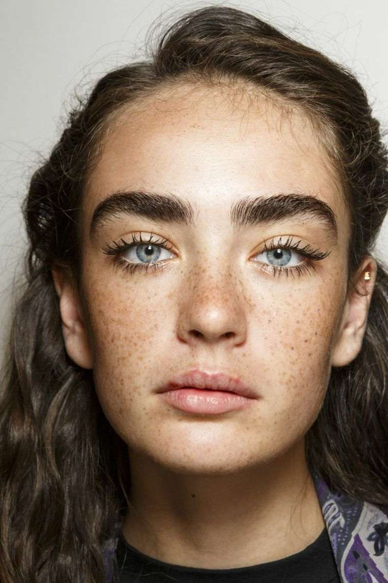 trend-woman-makeup-parade-of-fashion