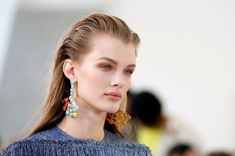 "trend-makeup-woman-2019 ""width ="" 760 ""height ="" 506 ""srcset ="" https://designmag.fr/wp-content/uploads/2018/12/tendance-makeup-women-2019.jpg 760w, https://designmag.fr/wp-content/uploads/2018/12/tendance-maquillage-femme-2019-720x480.jpg 720w ""sizes ="" (max-width: 760px) 100vw, 760px ""/></p> <p style="