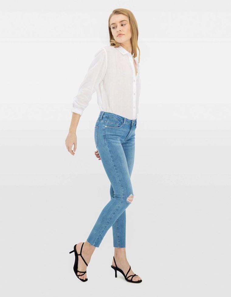 jeans femme dechire avec chemise blanche
