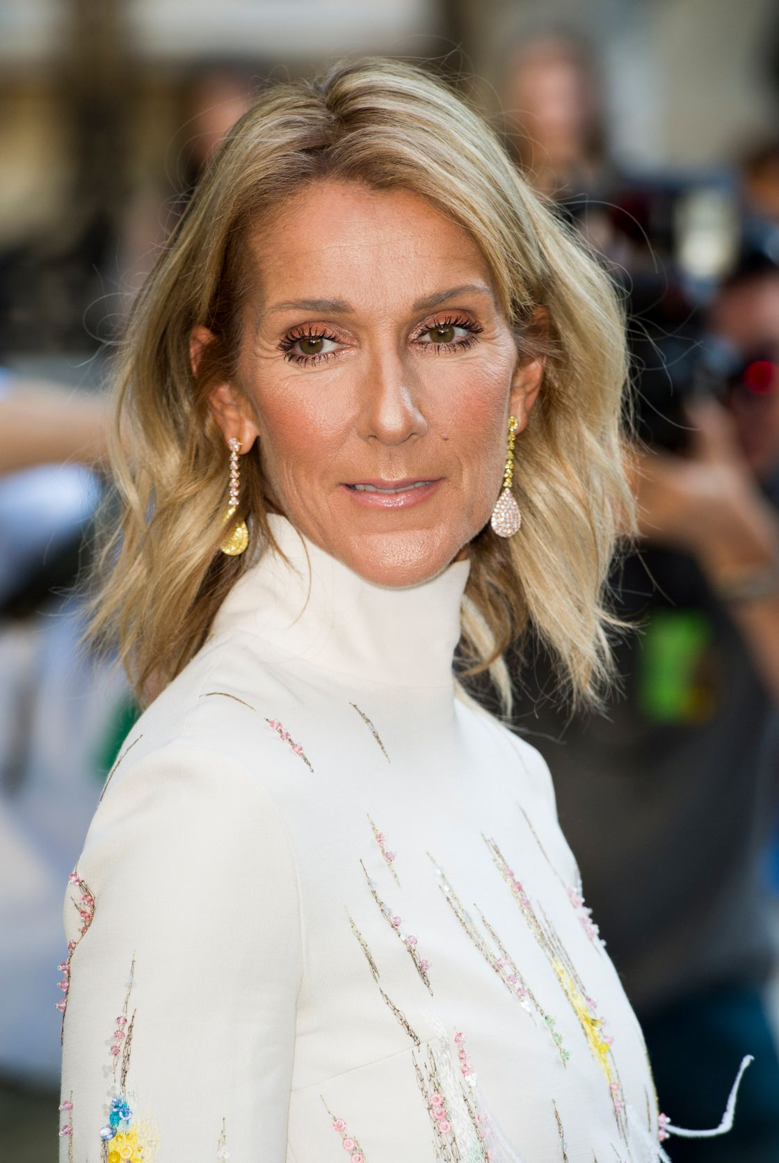 Celine Dion She Succumbs To The Trendiest Haircut Of 2019