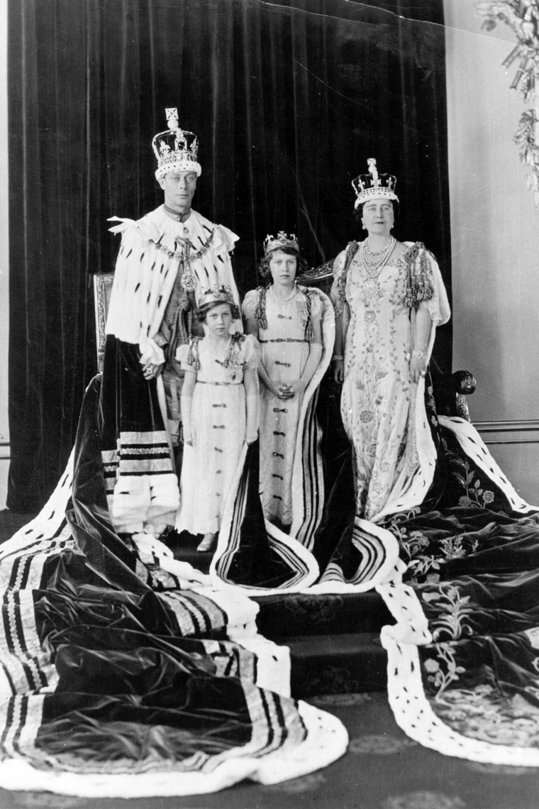 Crowning King George Father Elizabeth II