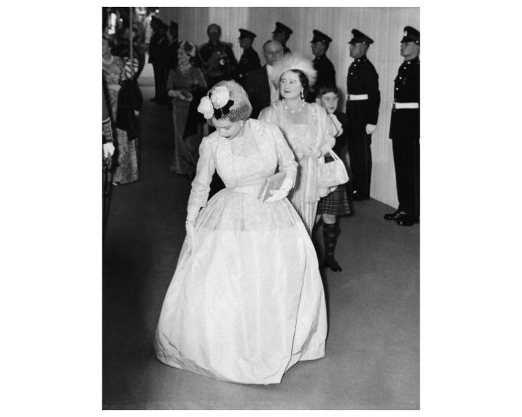 Elizabeth II young black and white photo