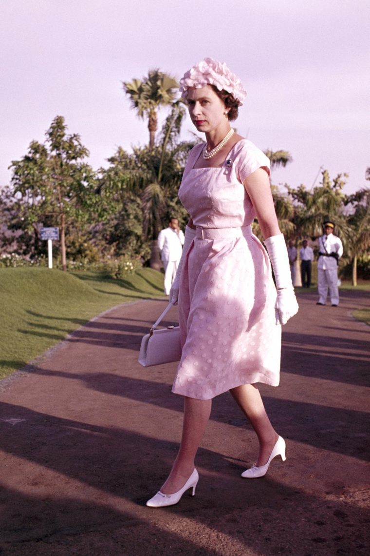 Elizabeth II pink pastel dress