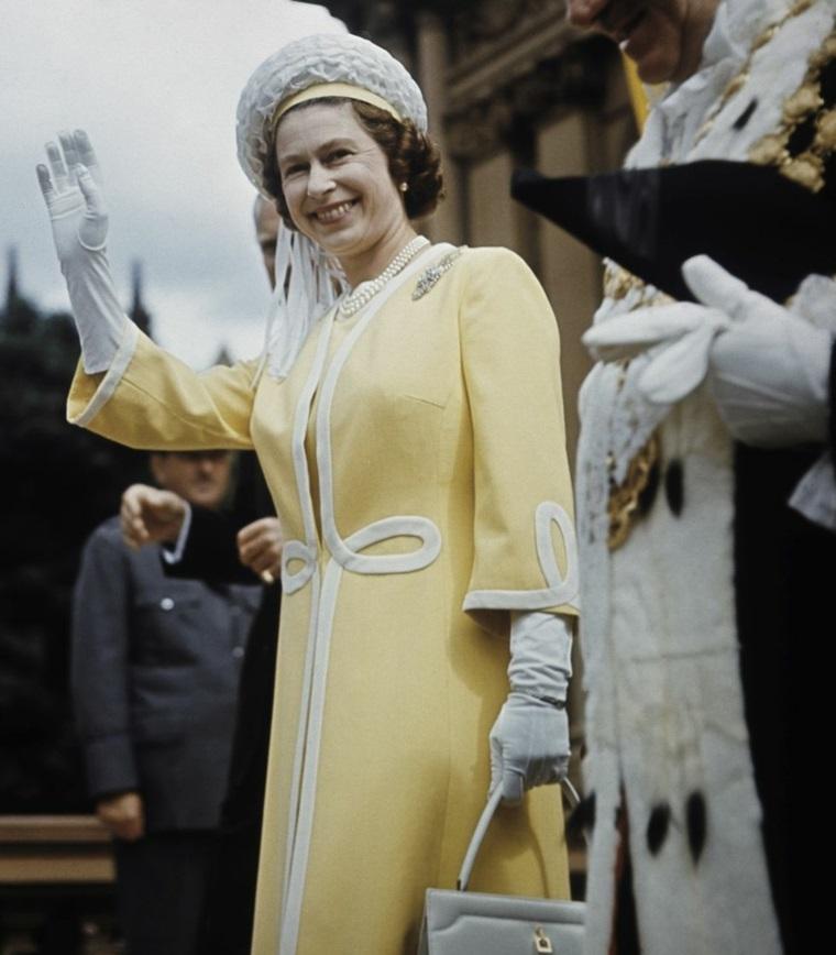 Elizabeth II style fashion