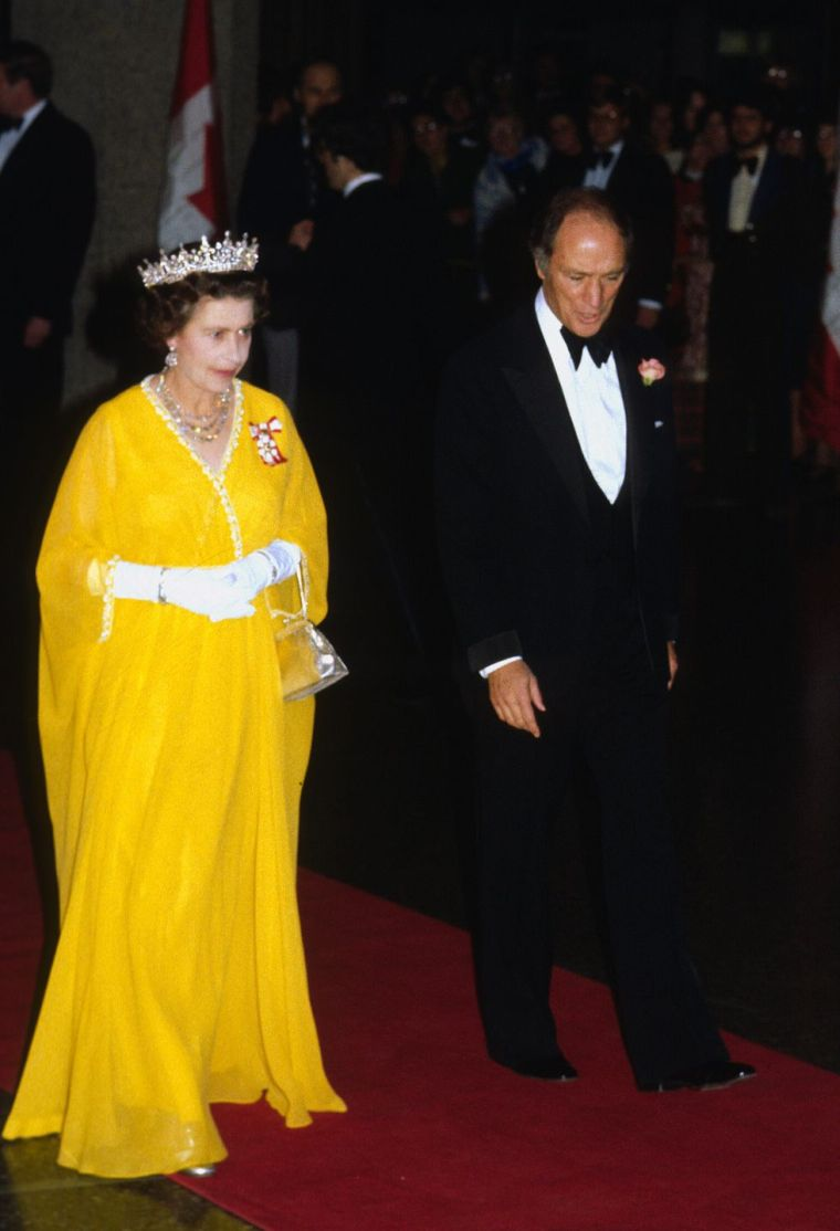 Elizabeth II yellow dress