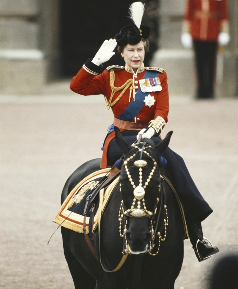 Queen Elizabeth II fashion horse picture