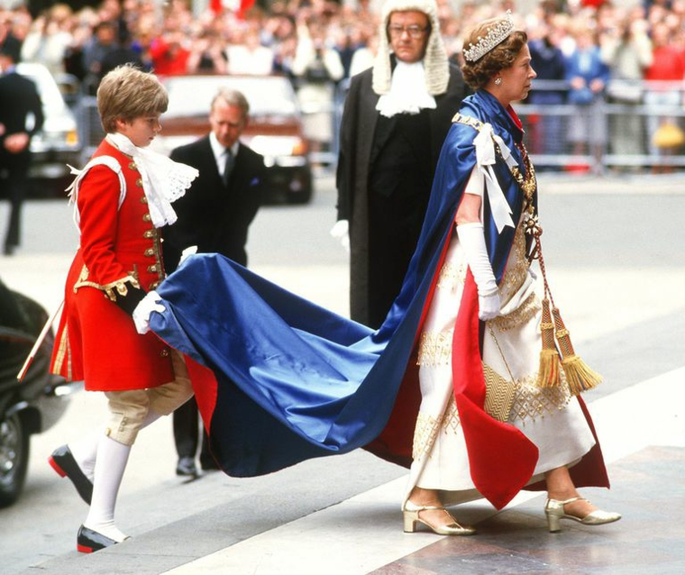 Official dress Queen of England