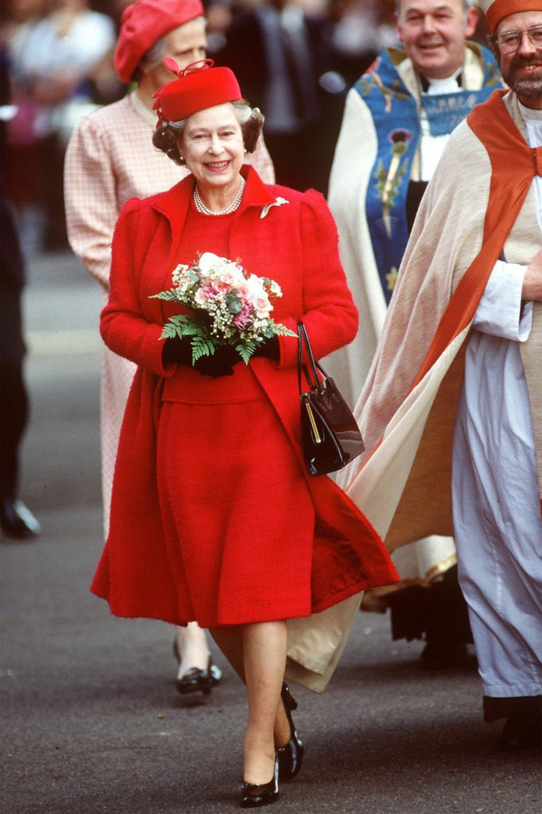 Queen of England Elizabeth II outfits