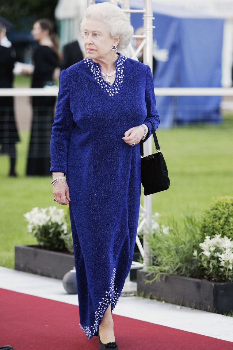 2006 Elizabeth II blue dress