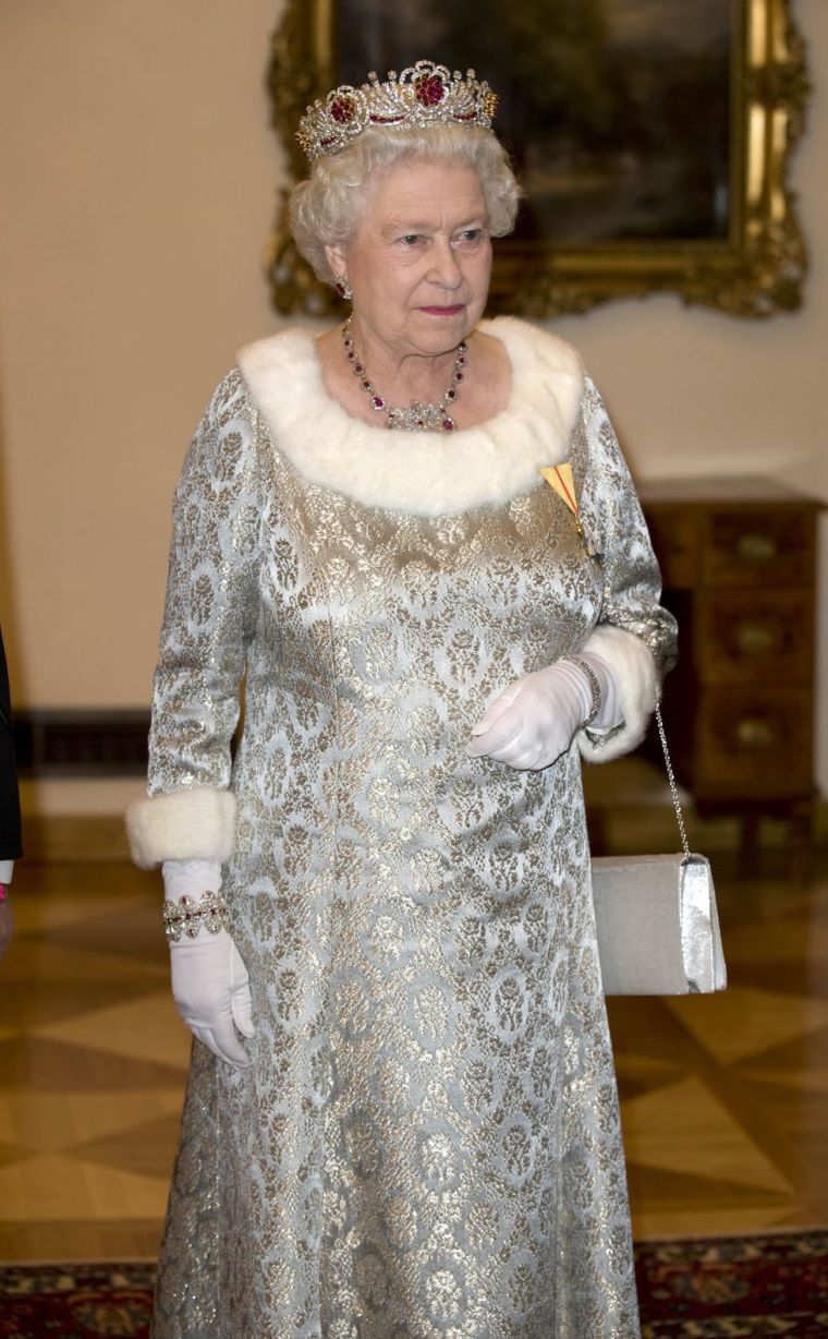 2008 official dress Queen of England
