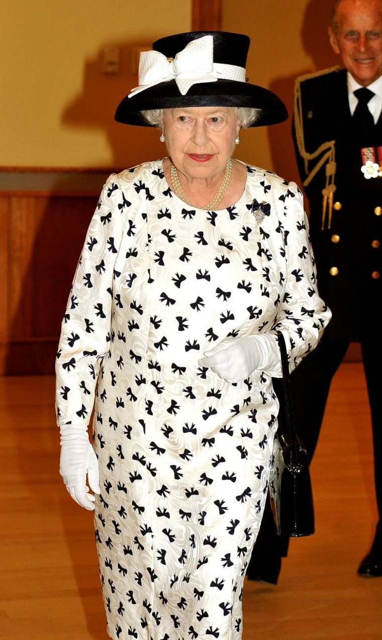 2010 Queen Elizabeth II Fashion