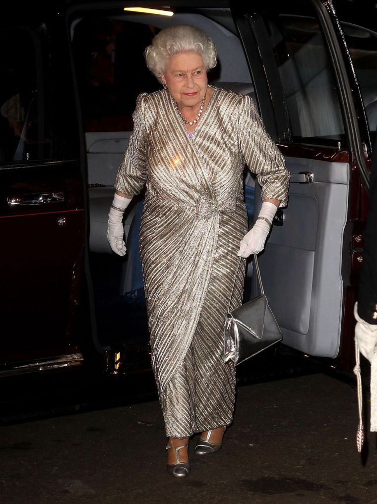 2012 official dress Queen of England
