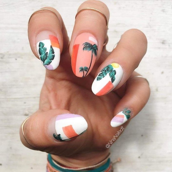 Trendy nail shape for the beach