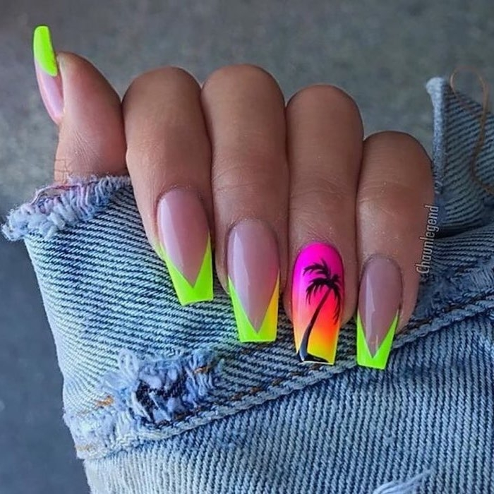 Trendy nail shape for holidays