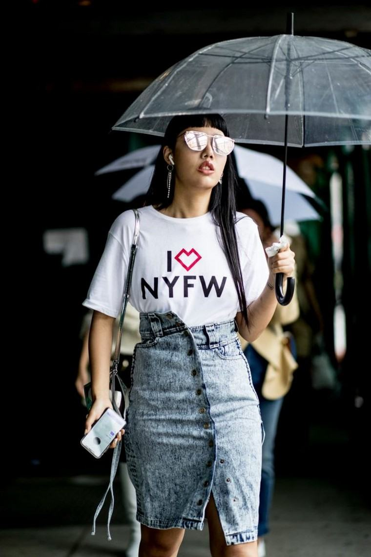 street sty; e woman summer 2019 look outfit jeans t-shirt