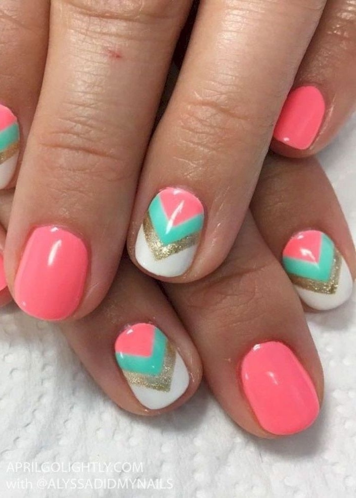 Manicure and nails deco idea for the beach