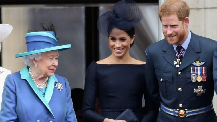 Meghan Queen Elizabeth II Fashion