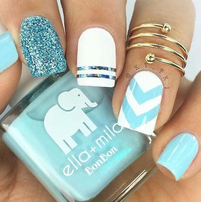 Nails with decoration in white and blue