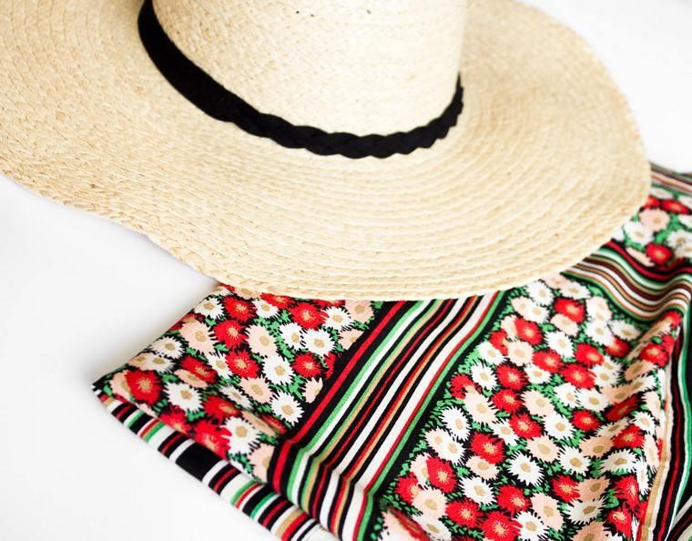 straw hat style woman trendy fashion