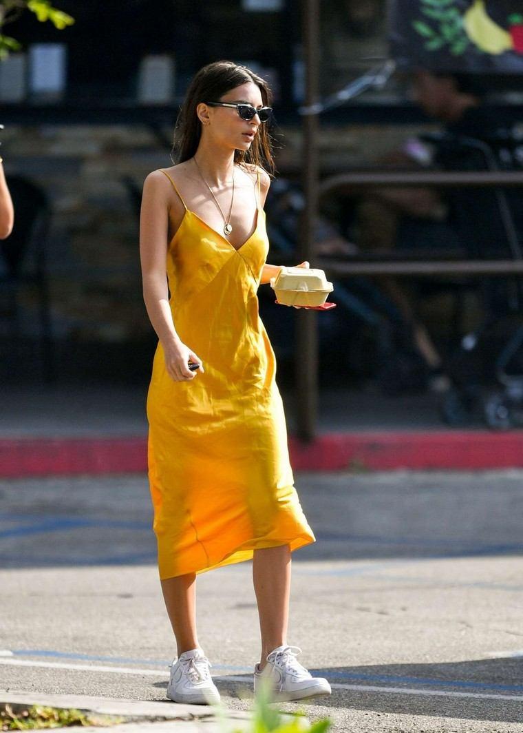 yellow dress woman look trend street style