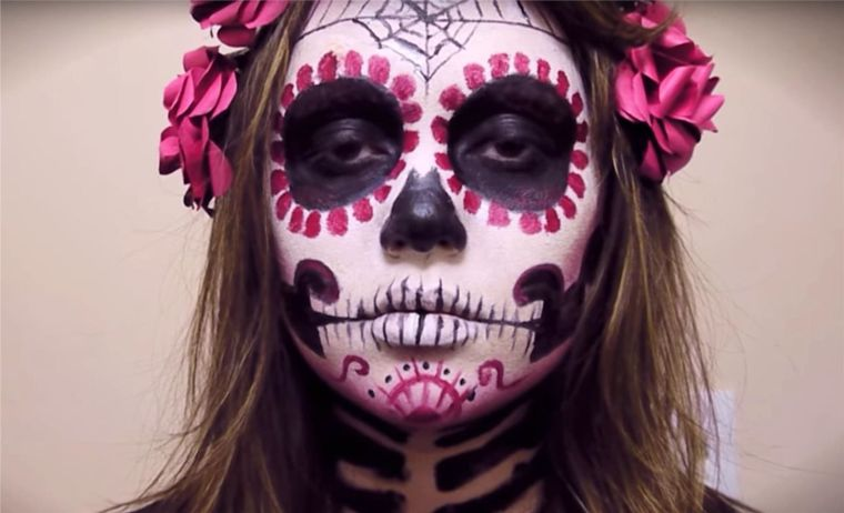 traditional makeup with skull