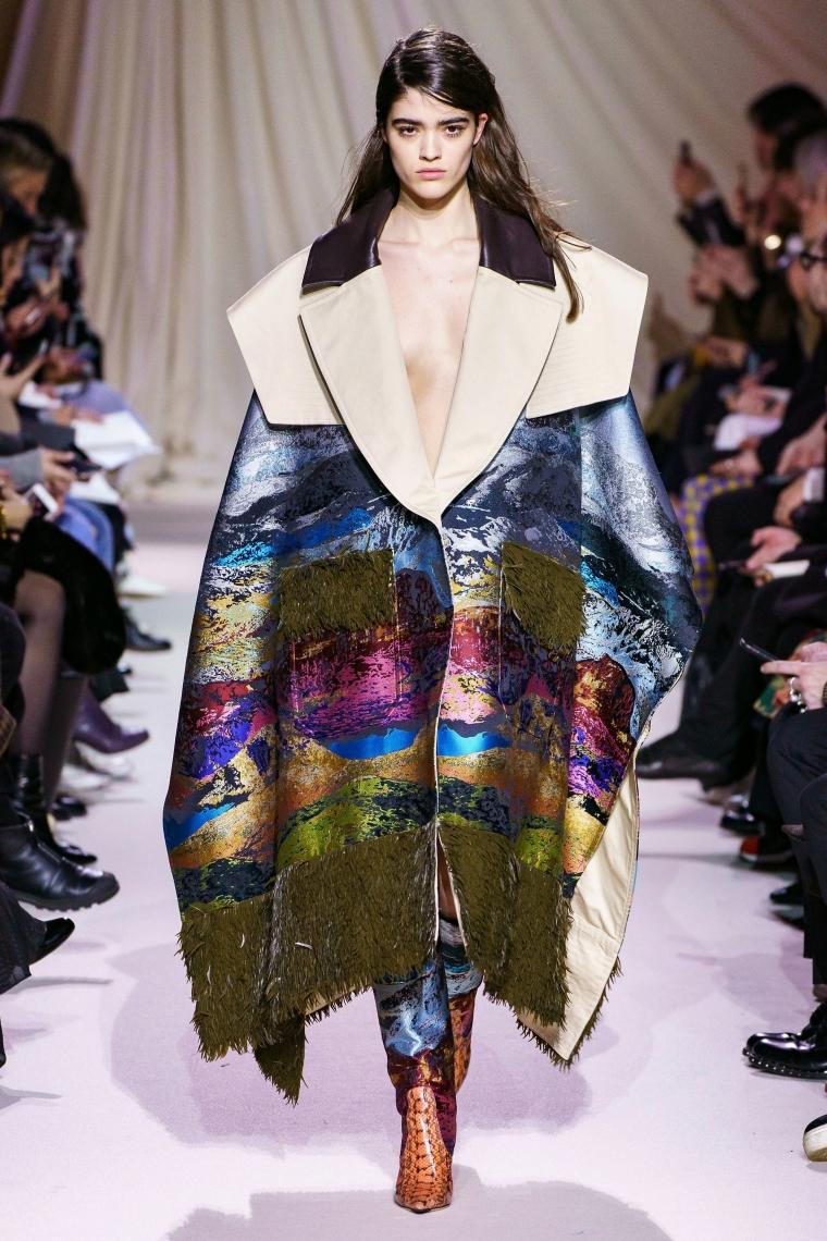 tendance mode hiver 2019-2020 avec un manteau original