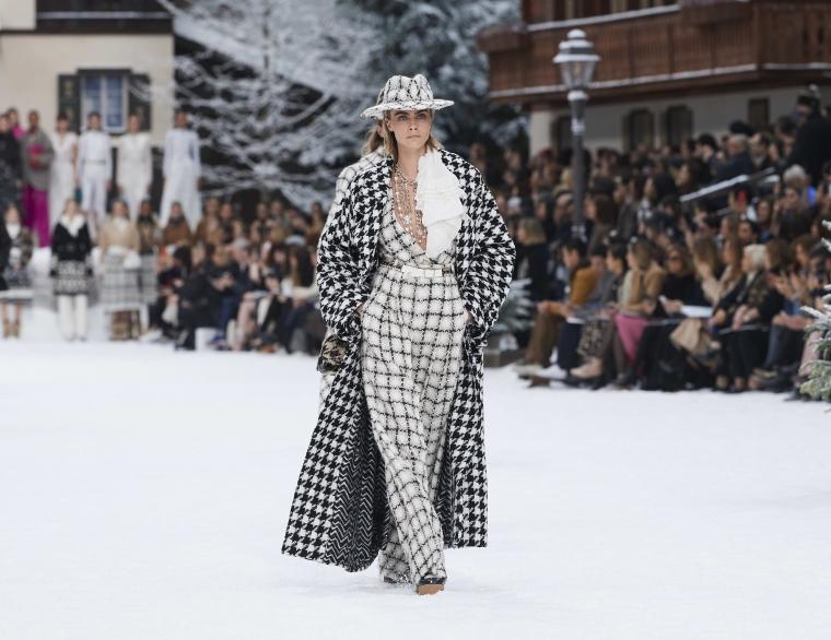 costume femme pour l'hiver