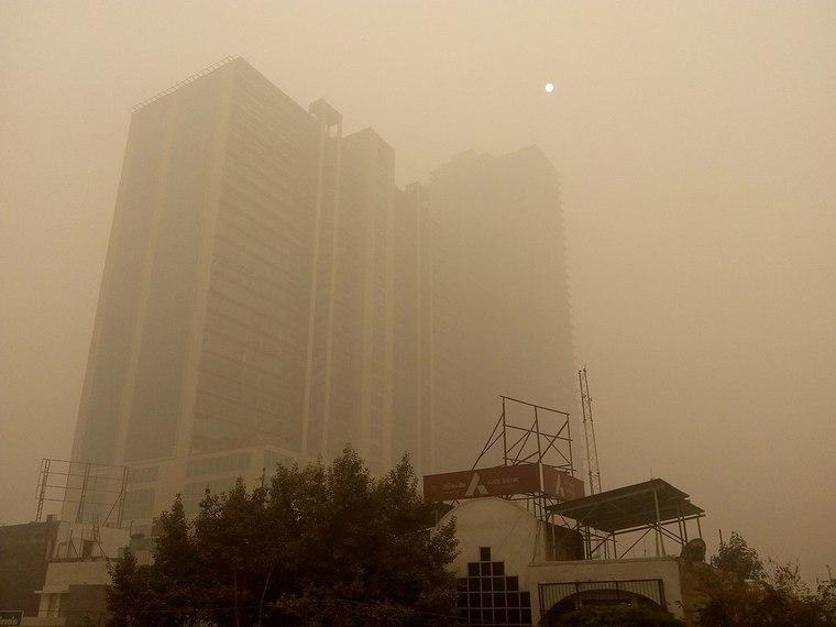 smog Delhi risks danger