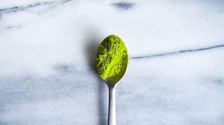 spoon spirulina add food