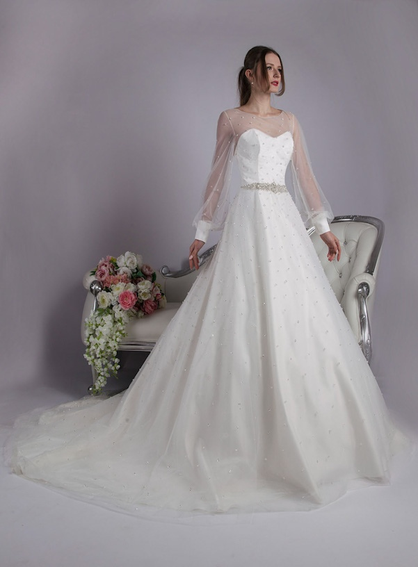idea of ​​long wedding dress with sleeves
