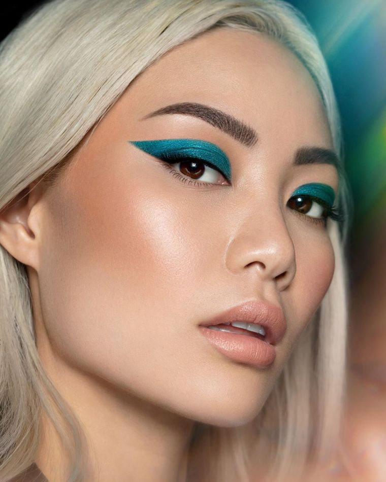 makeup in blue color