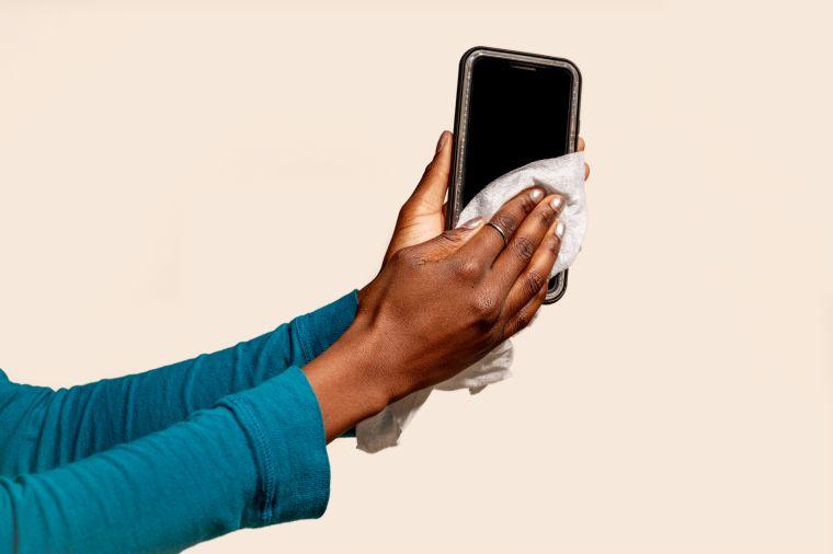 Coronavirus contamination: cleaning your phone