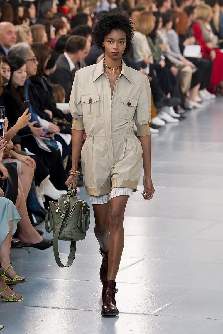 chloé khaki outfit pockets