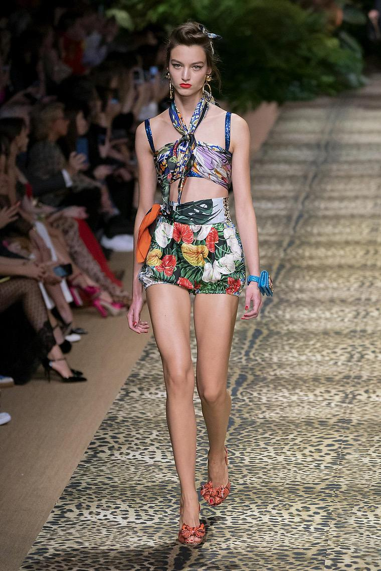 Dolce & Gabbana and their 2020 collection: trendy short top