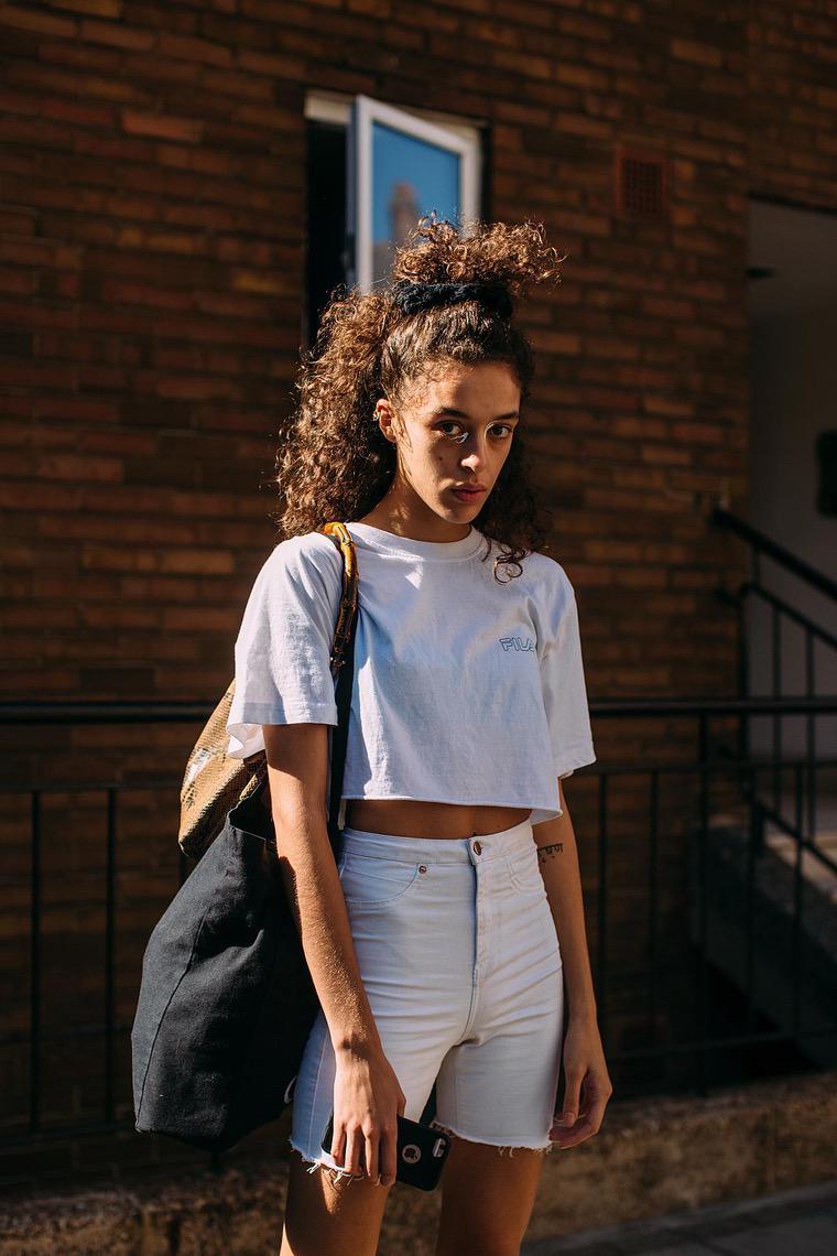 street style woman white t-shirt