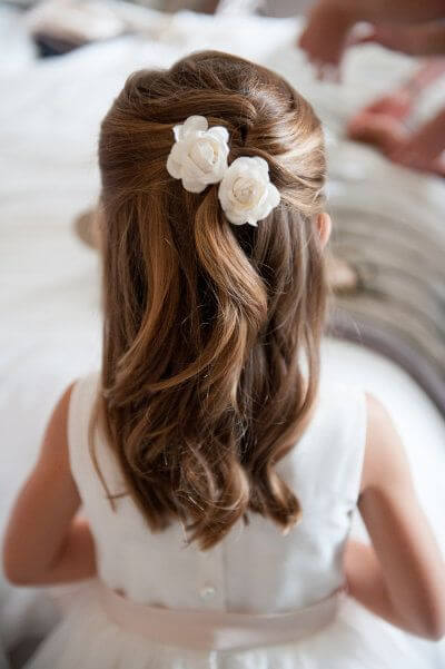 elegant first communion hairstyles flowers 1