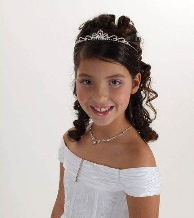hairstyles first communion tiara short wavy hair girl